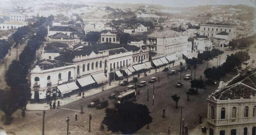 Avenida Afonso Pena com rua Tupinambás, anos 1920