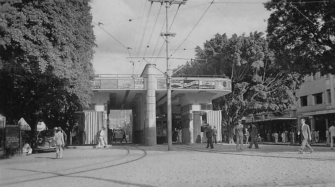 Abrigo dos bondes na av Afonso Pena, 1938