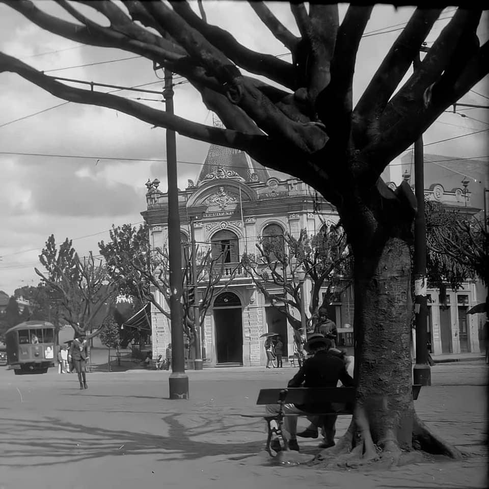 Esquina da Av Brasil com rua Aimorés, anos 30