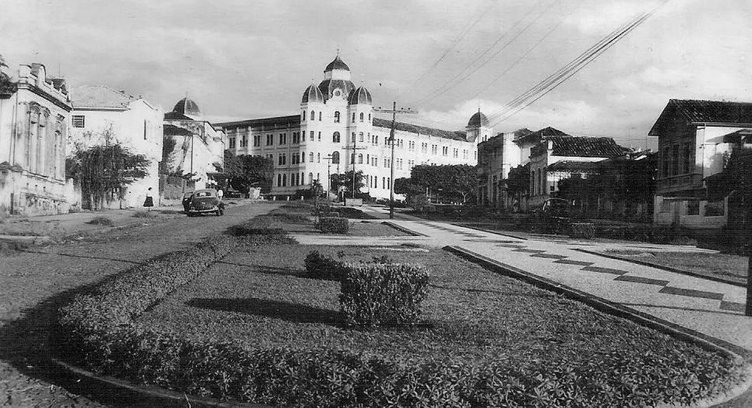 Av Pasteur com o colégio Arnaldo ao fundo, anos 1950