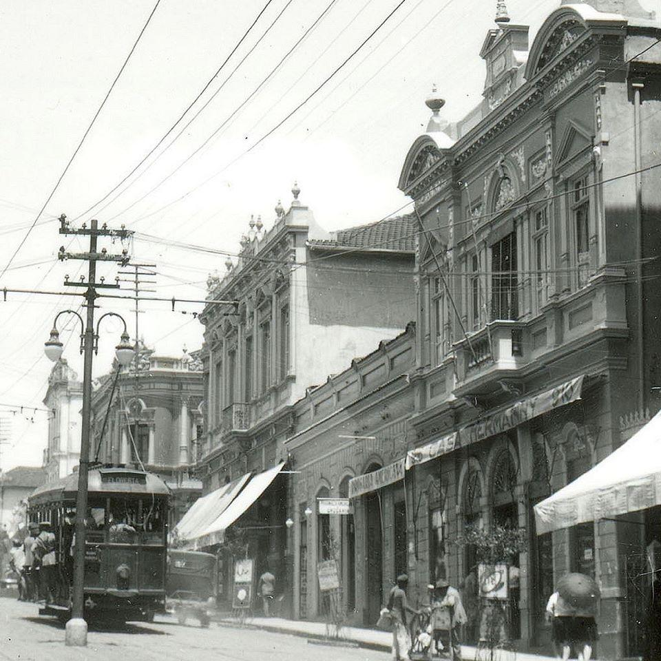 Bonde na esquina das ruas da Bahia e Goitacazes, anos 1930