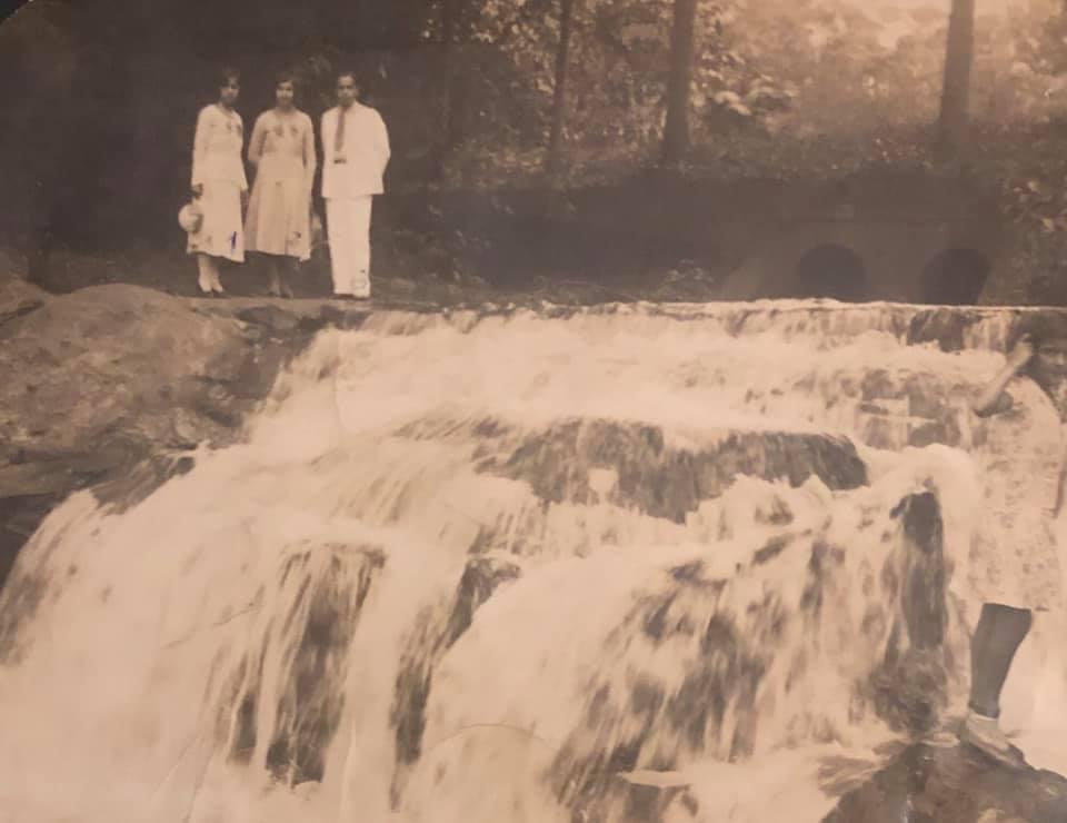 Cachoeira do córrego Acaba Mundo no Parque Municipal, 1932