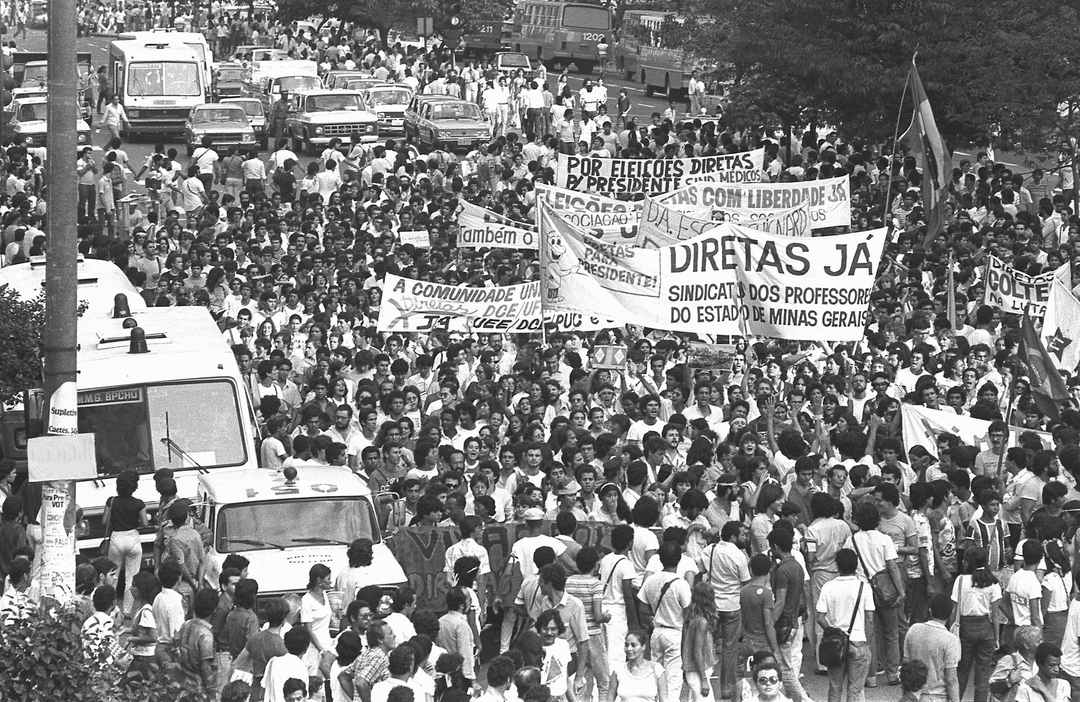 Passeata pelas diretas do Sindicato dos Professores de MG, 1984