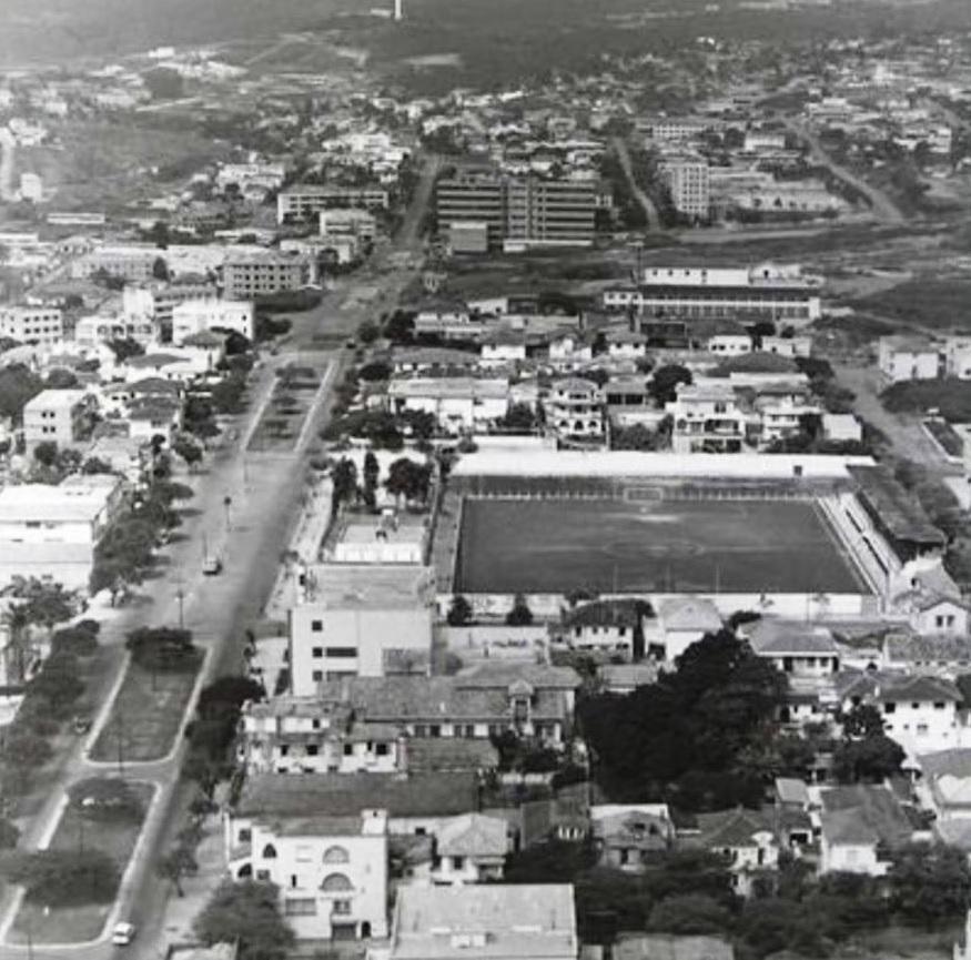 Campo do Atlético  mineiro, bairro Santo Agostinho, anos 60, atualmente shopping Diamond Mall