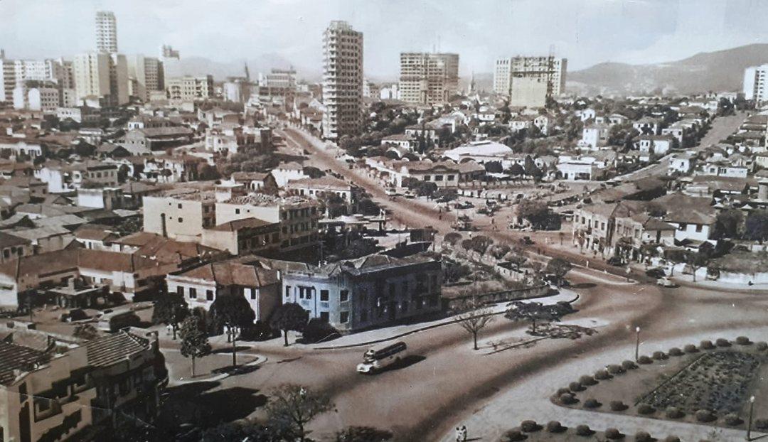 Praça Raul Soares e  avenida Amazonas em 1947