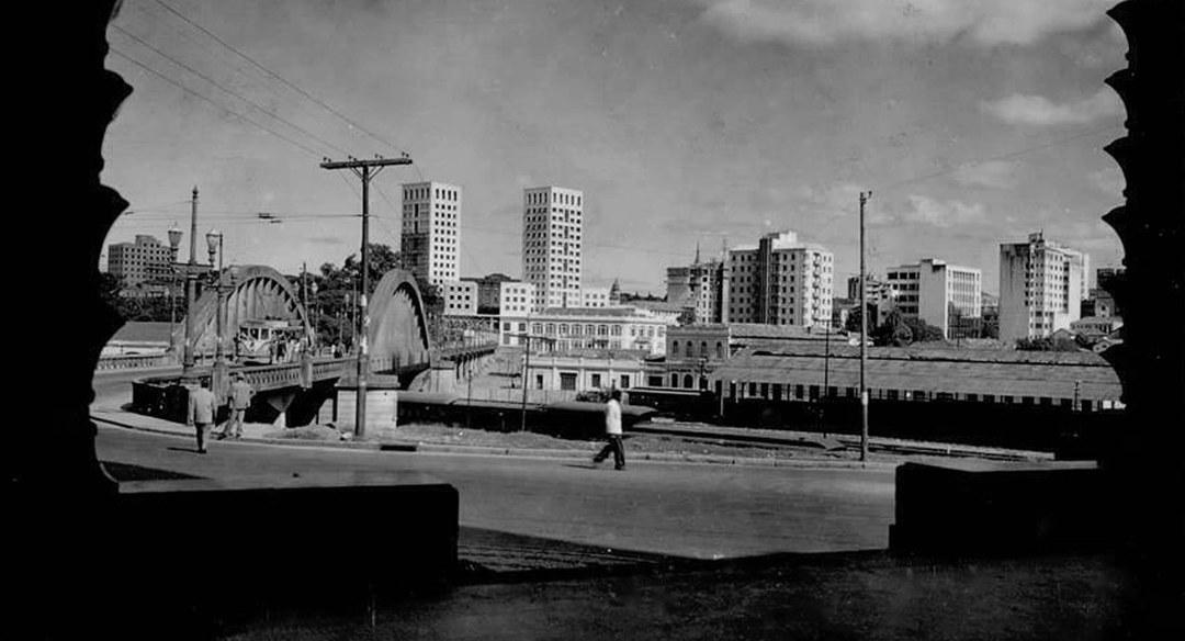 Viaduto Santa Teresa visto da rua Sapucaí, 1953