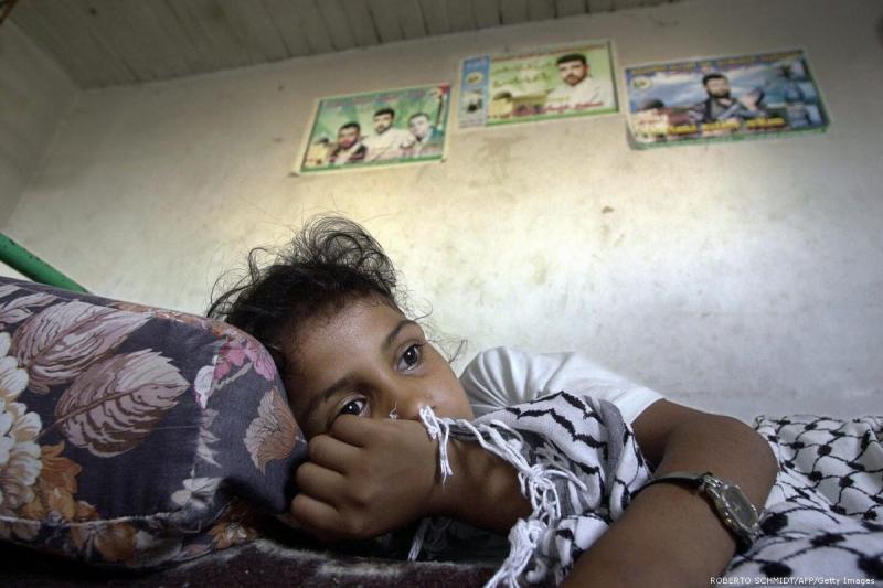 Criança palestina que perdeu a mãe, em Gaza