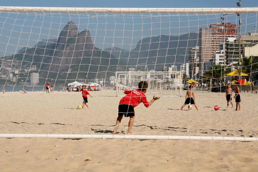 Futetebol de praia em Ipanema