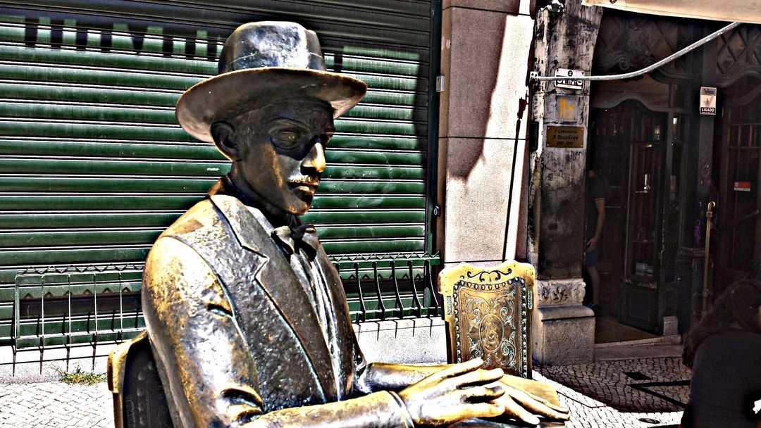 Estátua de Fernando Pessoa, Lisboa