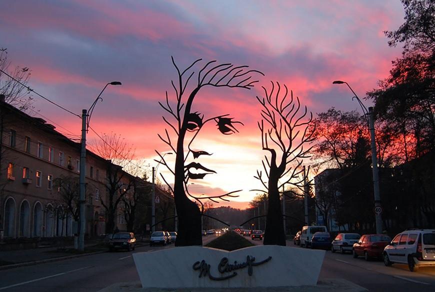 Monumento ao Poeta Mihai Eminescu, Rumânia