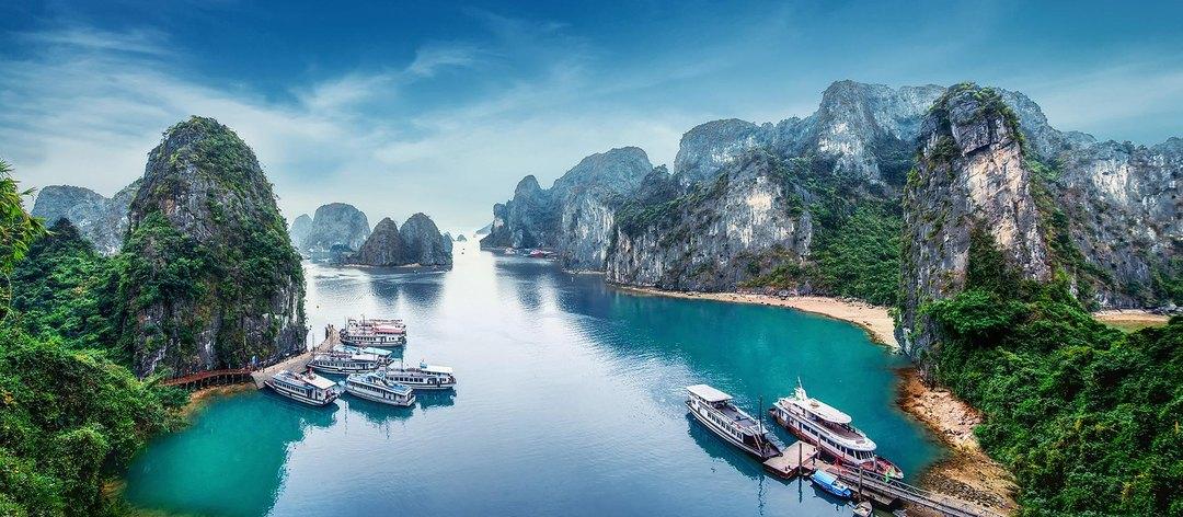Praia da baía de Lan Ha Bay, Vietnã