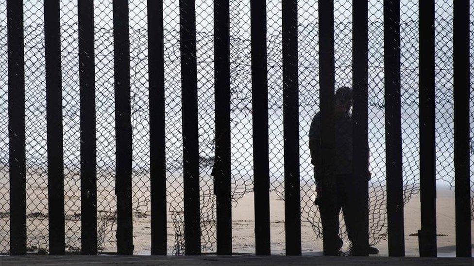 Muro que separa os EUA do México