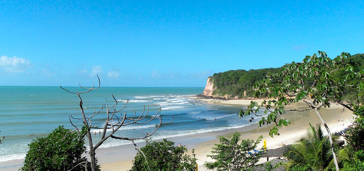 Pipa recebe turistas brasileiros no verão e estrangeiros no inverno.