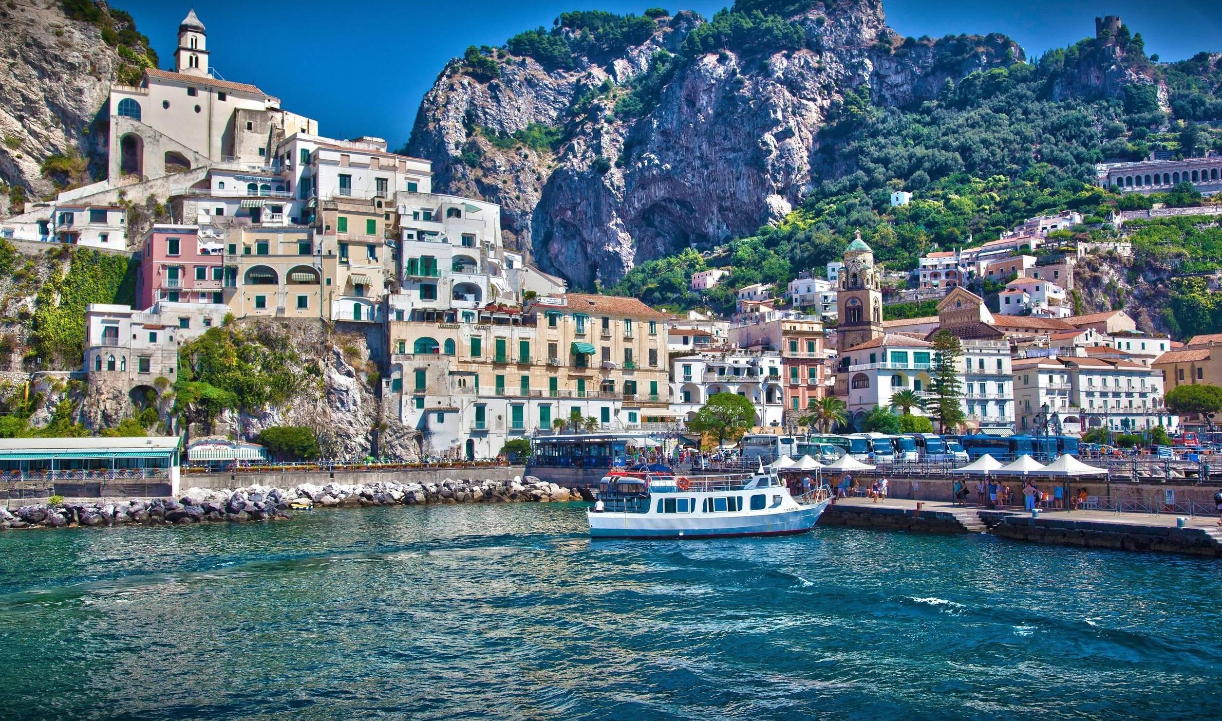 Na mitologia grega, Sorrento era o lar de sereias que seduziam marinheiros de passagem.