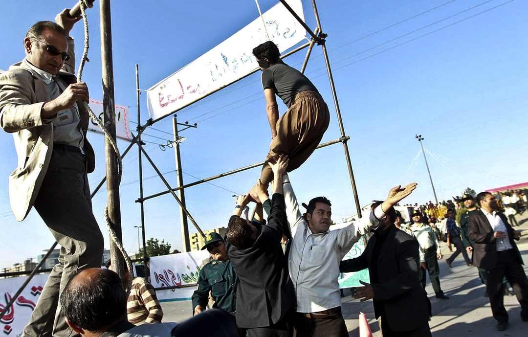 Morte por enforcamento para jovem gay no Irã