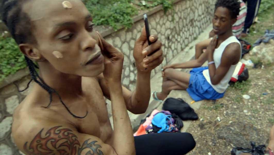 LGBTs vivem em valas e canais na Jamaica