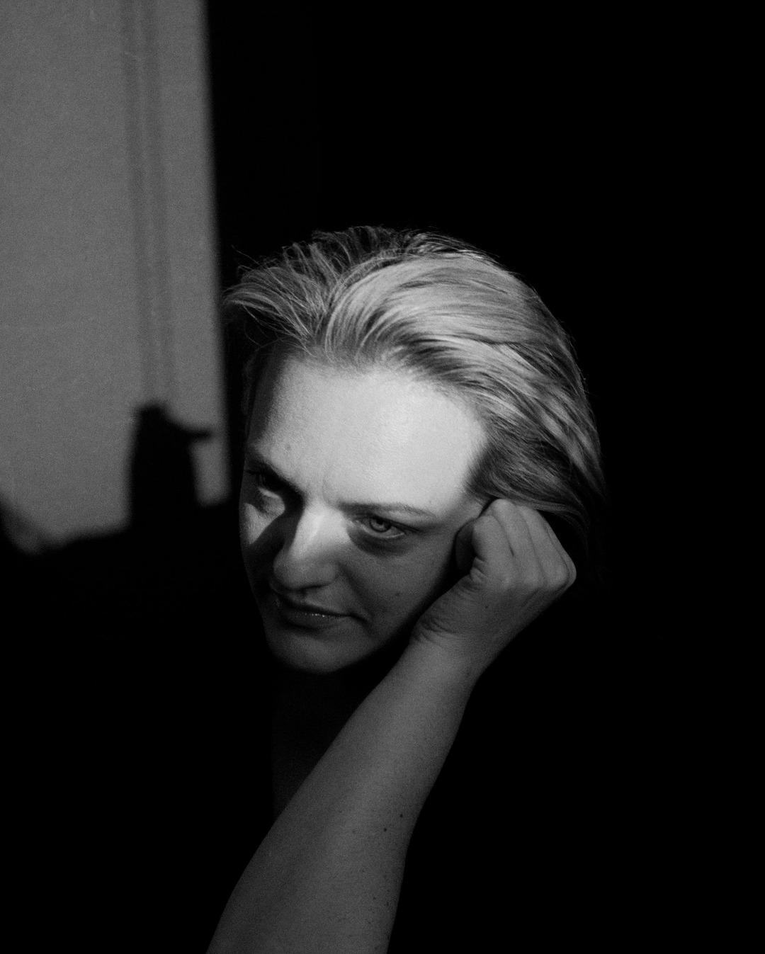 Elizabeth Moss, por 'Her smell'