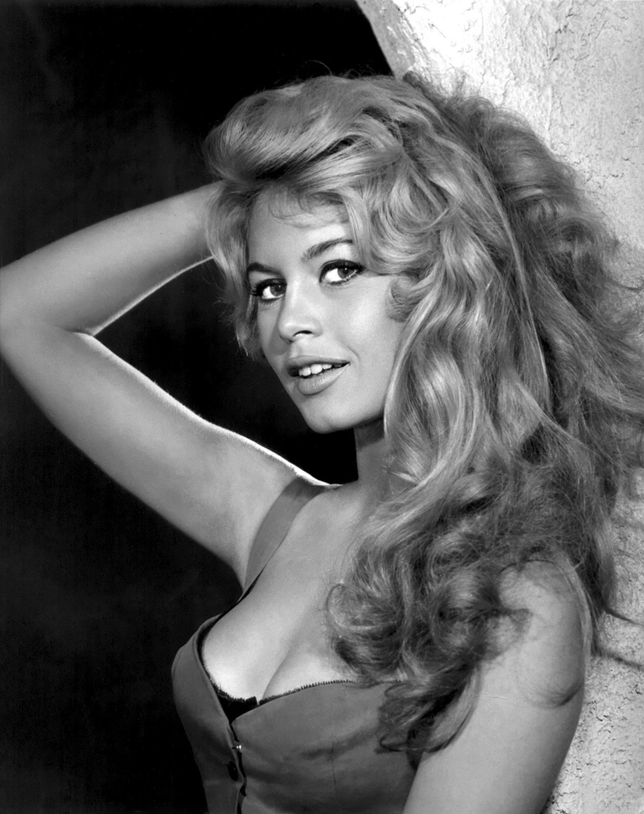 BB, a musa sexy dos anos 50/60 hoje é uma velha excêntrica.