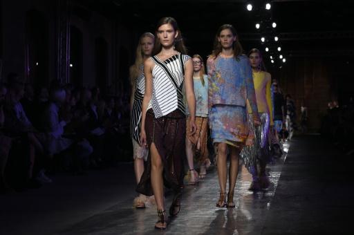 Modelos apresentam criações de Emilio Pucci, em Milão, no dia 24 de setembro de 2015