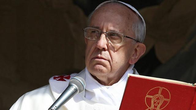 Francisco é o protagonista e não mais o purpurado da Cúria com o Código de Direito Canônico em mãos.