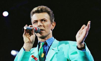 David Bowie durante apresentação em Londres.