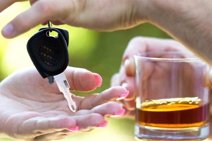 Dirigir após fazer uso de bebida alcóolica é uma das infrações penais previstas no Código de Trânsito.