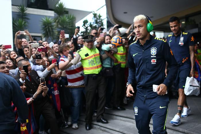 População equatoriana prestigia Seleção Brasileira.