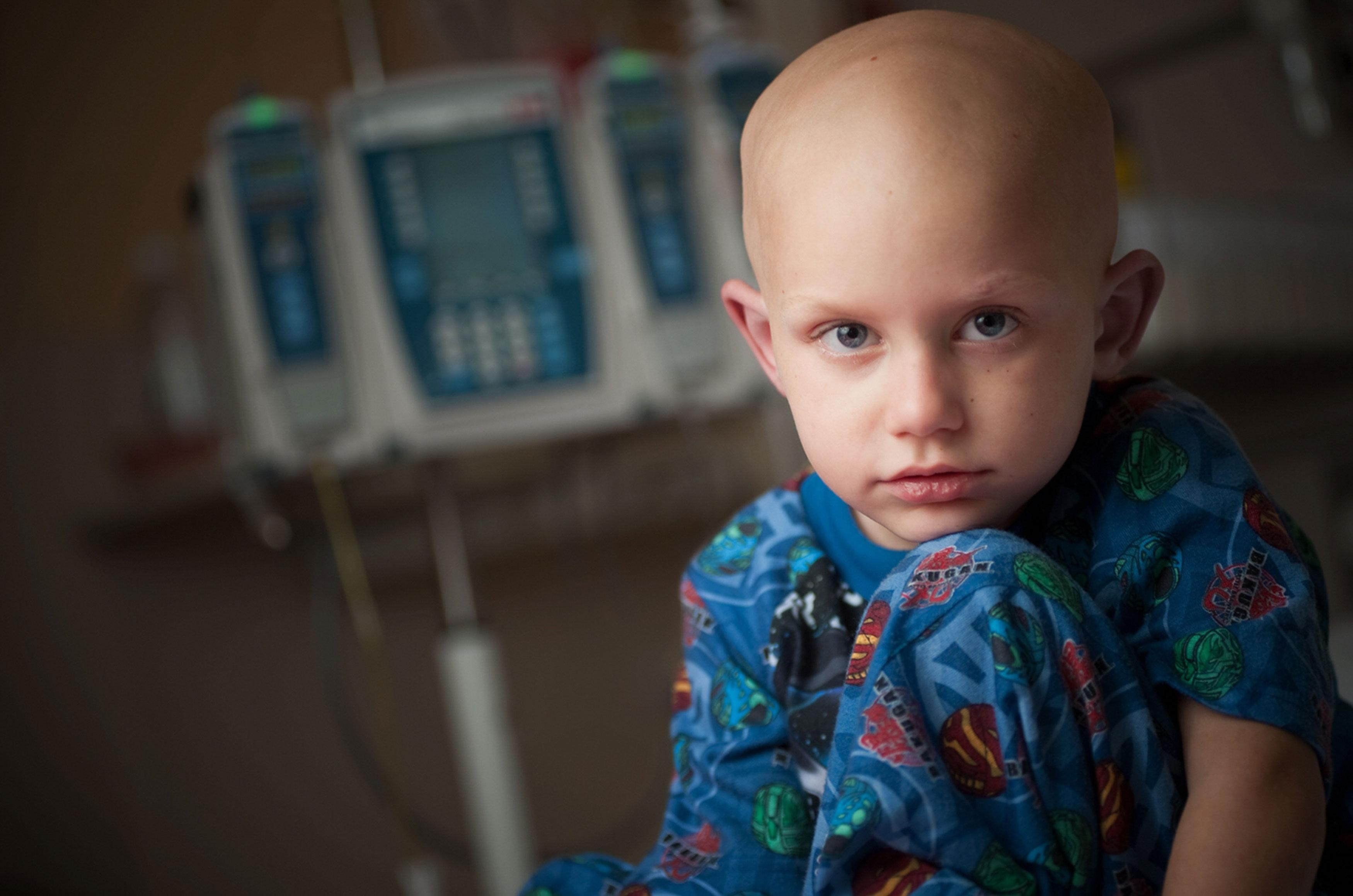 No Brasil são diagnosticados 12 mil novos casos de câncer infantil a cada ano.