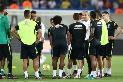Ao lado da torcida, Seleção faz seu primeiro treino na Arena das Dunas.
