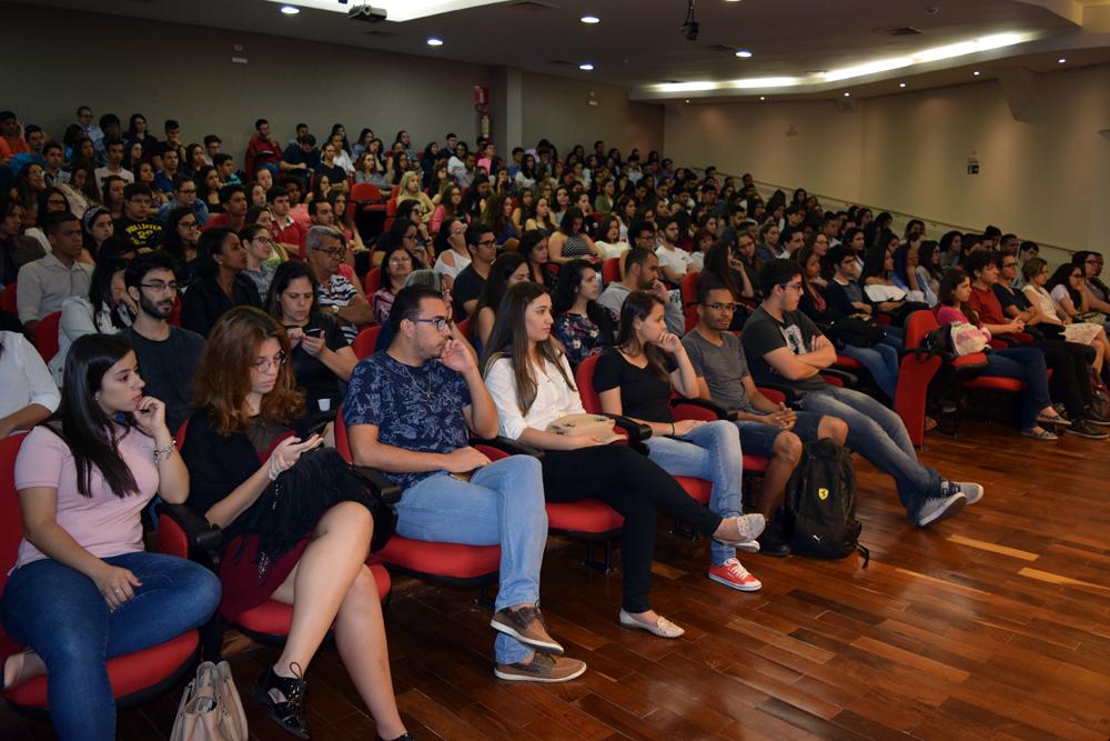 Comunidade acadêmica lota auditório para acompanhar final do TRI-e.