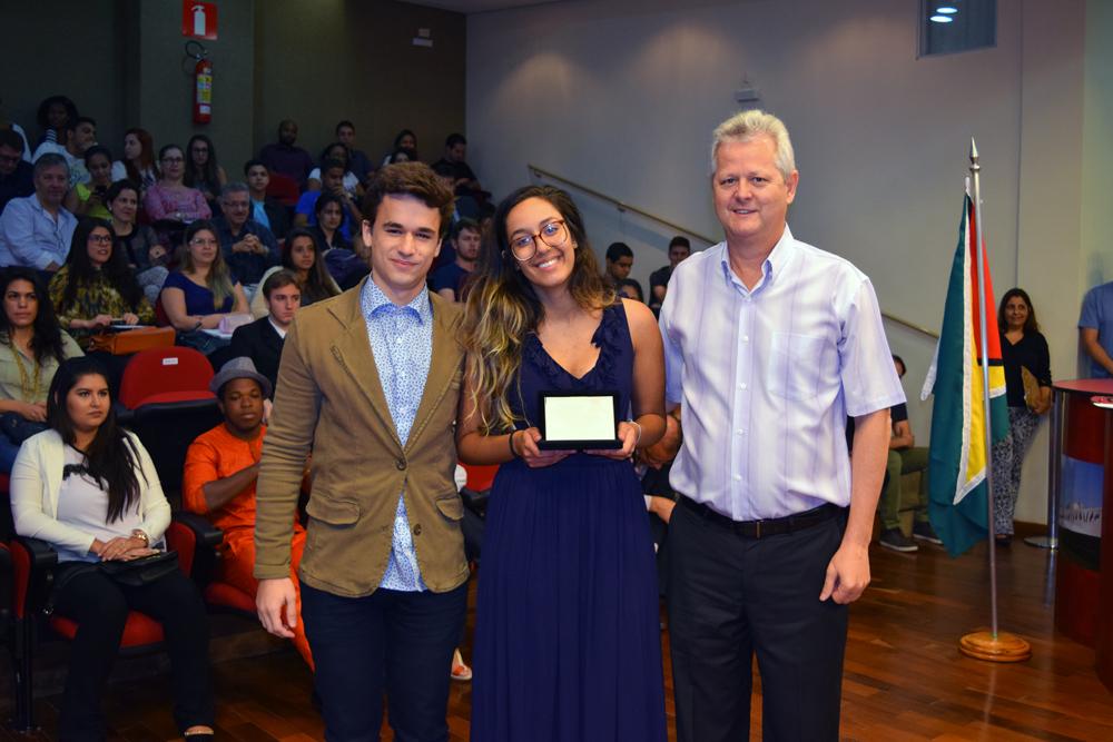 Estudantes que conquistaram o segundo lugar em 2015 também foram homenageados.