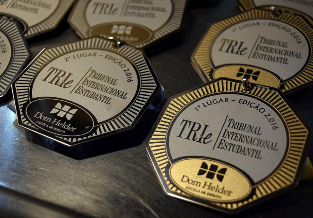 Medalhas entregues às equipes vencedoras da edição de 2016.