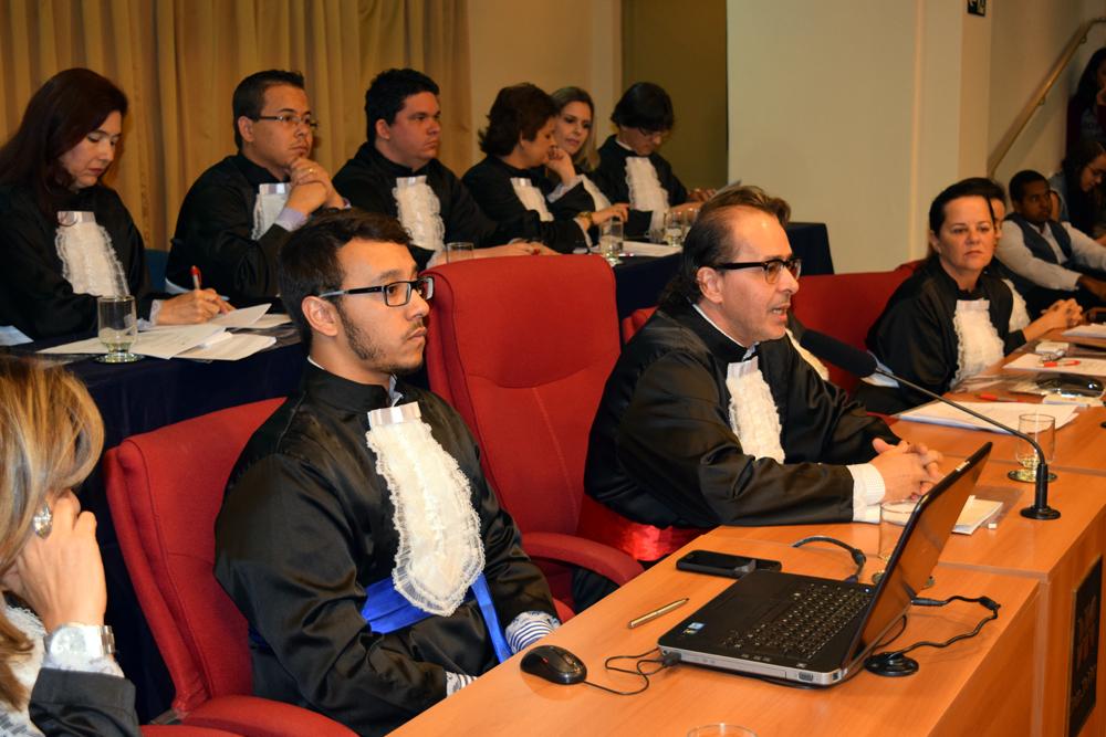 Jurados proferem votos ao final da sessão.