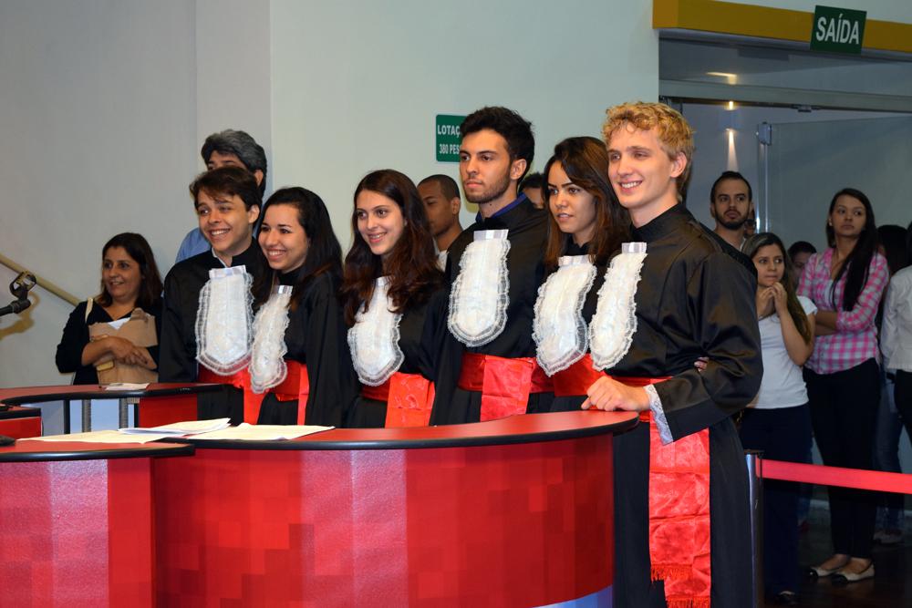 Equipe da Guiana acompanha parecer dos jurados.