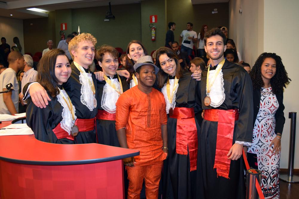 Equipe da Guiana recebe os cumprimentos ao final da atividade.