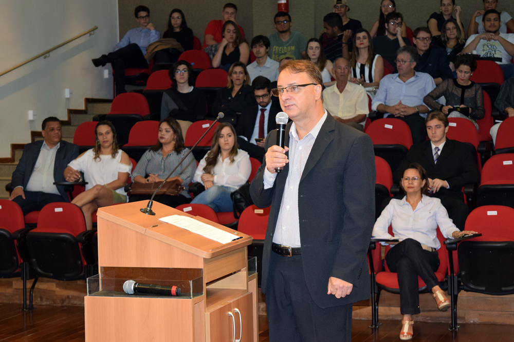 Professor Paulo Stumpf, reitor da Dom Helder, profere mensagem de acolhida.