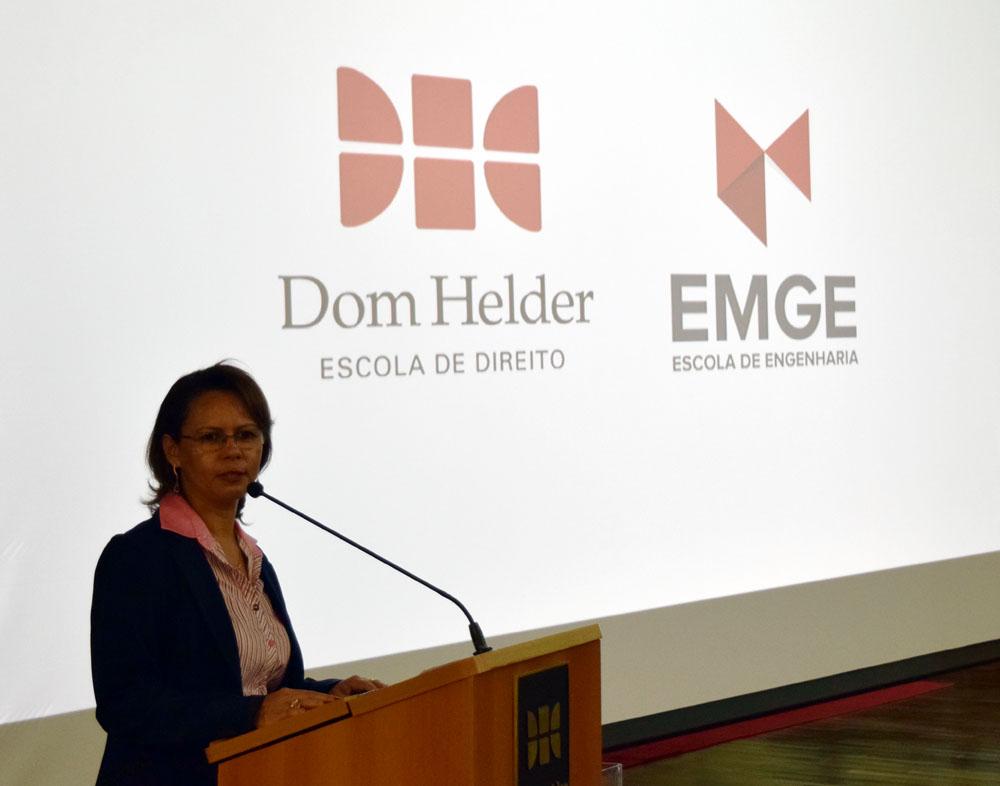 Professora Anacélia Santos Rocha, pró-reitora de ensino da Dom Helder e EMGE.