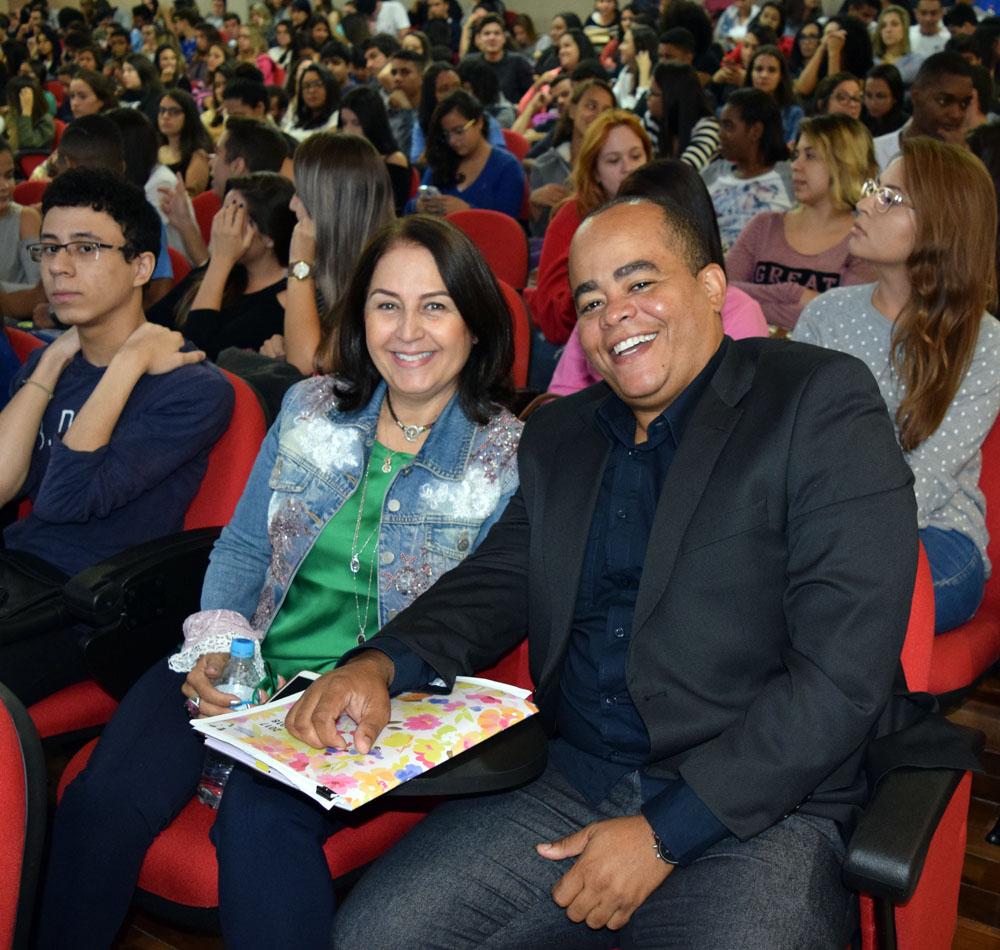 Professora Beatriz Costa, pró-reitora de pesquisa da Dom Helder, e Rogério Vieira, coordenador do NEP.
