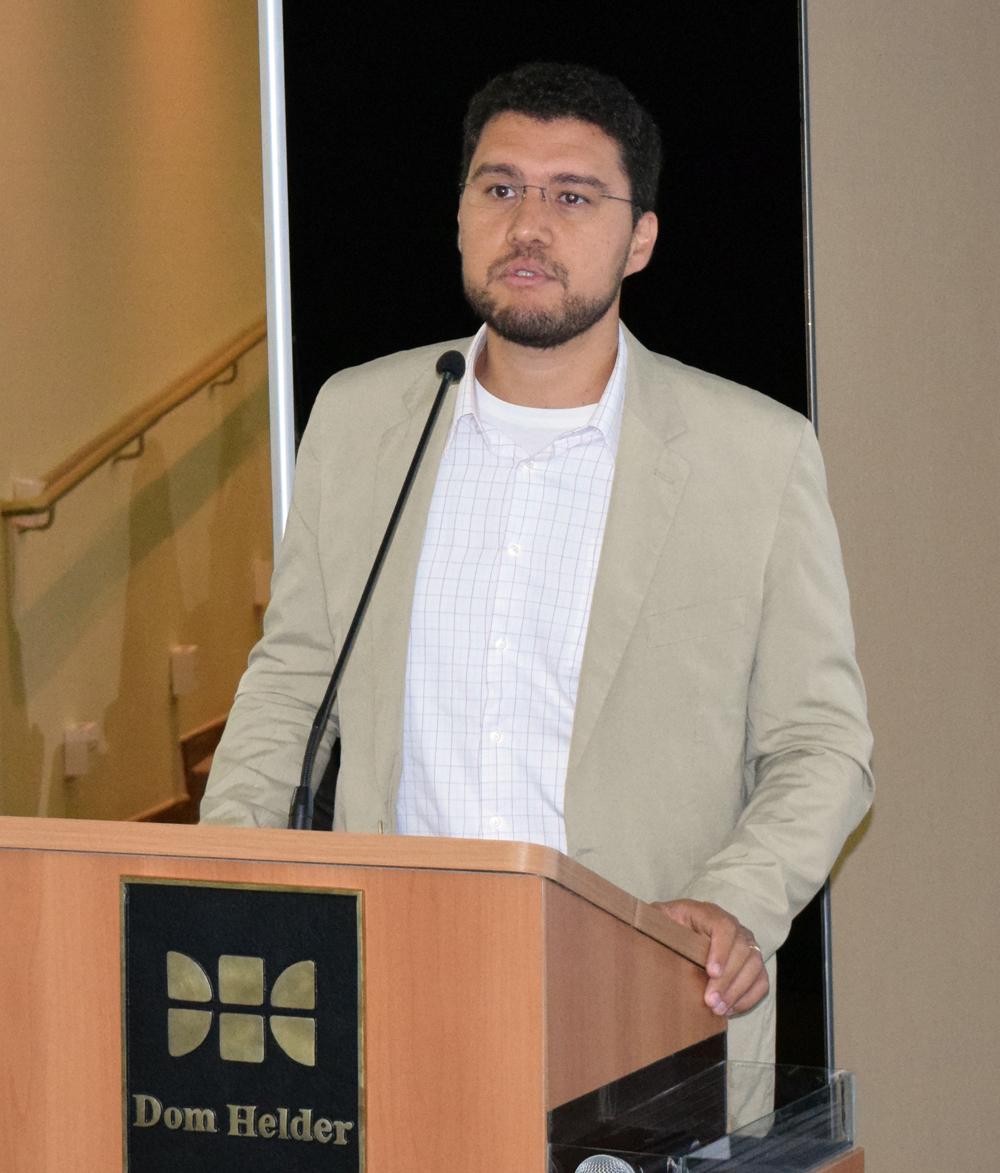 Reitor Franclim Brito, da Escola de Engenharia de Minas Gerais.