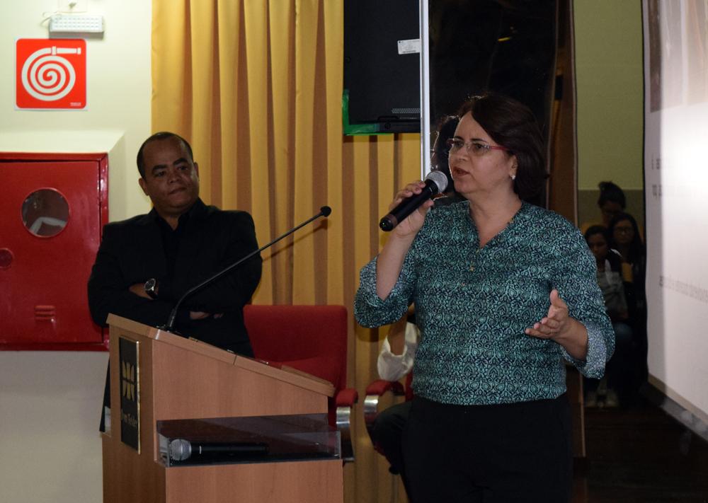 Psicólogos Rogério Vieira e Cláudia Madrona, do Núcleo de Ensino Personalizado.