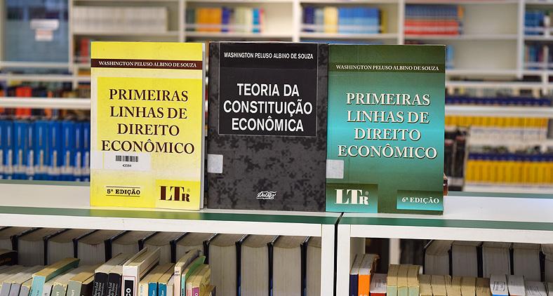 Livros de Albino de Souza fazem parte do acervo da biblioteca da Dom Helder.