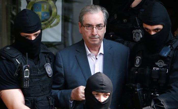 A Lava Jato é a operação responsável por desvendar o mega esquema de corrupção da Petrobras.
