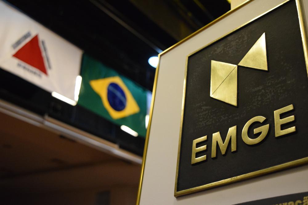 Momento histórico: EMGE tem sua primeira aula magna em noite de inauguração solene.