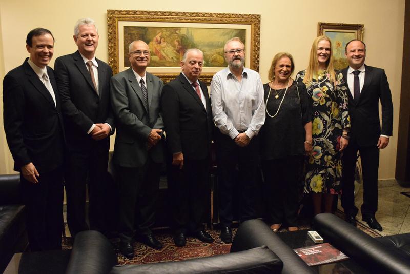 Aula magna marcou a inauguração solene da EMGE com presença do presidente da FIEMG (centro).