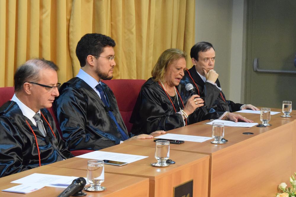 Conselheira do CREA e da Associação dos Engenheiros, Dra. Maria Consuelo Cardoso Máximo, lê carta enviada pelo presidente do Conselho Regional de Engenharia e Agronomia.