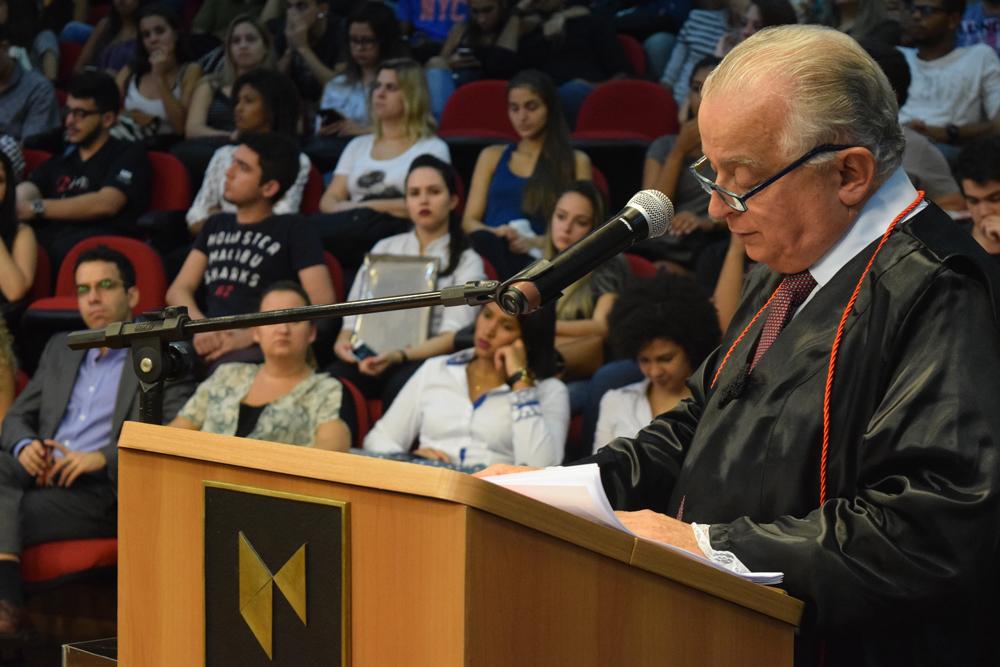 Dr. Olavo Machado Júnior comparou indústria do passado com a do futuro.