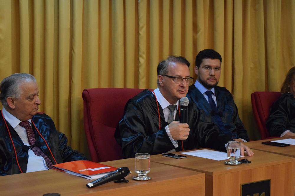 Prof. Paulo Umberto Stumpf faz a inauguração solene da EMGE.