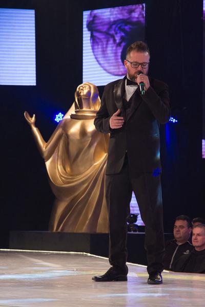 """O cantor Diego Fernandes ganhou o prêmio de melhor intérprete masculino de 2016 com a música """"Volte ao Primeiro Amor"""""""