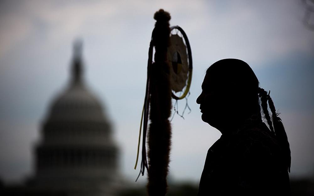 Existem 25 mil pessoas registradas como Rosebud Sioux, das quais 15 mil vivem na reserva.