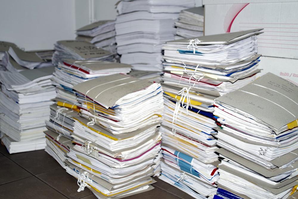 A atividade administrativa consome uma quantidade de utensílios que, em grandes escalas, possuem enorme potencial danoso ao meio ambiente.